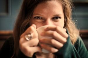 כמה כוסות קפה מותר לשתות ביום זמן טיפולי הפריה חוץ גופית (IVF)?