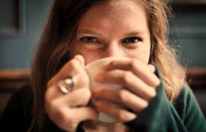 כמה כוסות קפה מותר לשתות ביום בזמן טיפולי הפריה חוץ גופית (IVF)?
